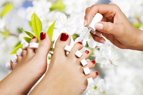 Основные причины ломкости и отслаивания ногтей на ногах