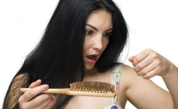 Причины выпадения волос у женщин и его лечение народными средствами
