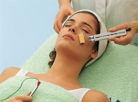Как проводится чистка лица от черных точек в салоне у косметолога: виды и преимущества