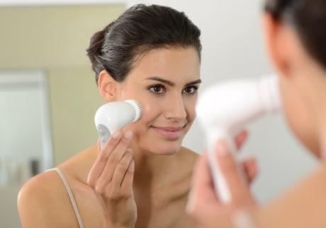 Как проводят ультразвуковую чистку лица в домашних условиях
