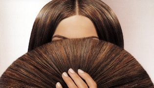 Кератиновое востановление волос дома: насколько это реально и сколько это будет стоить?