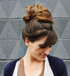 Красивый небрежный пучок из волос