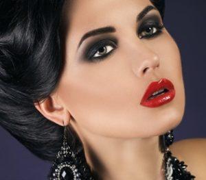 Готовимся к торжеству: как самостоятельно сделать вечерний макияж