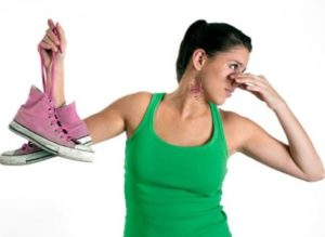 Почему появляется неприятный запах на ногах и обуви