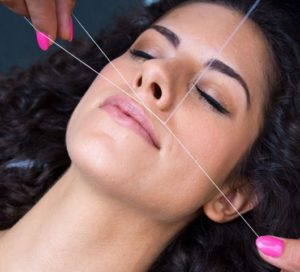 Как проходит процедура удаления волос на лице лазером, нитью и воском