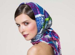 Дополняем образ платком: как красиво завязать аксессуар на шее и на голове