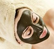Чистка лица в домашних условиях активированным углем: рецепты масок