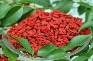Какими свойствами обладают ягоды годжи, и для кого они могут быть вредными?