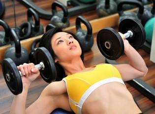 Нужна ли силовая тренировка женщинам для похудения, и как ее правильно проводить?