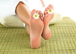 Почему грибок на ногах нужно лечить таблетками, и какие наиболее эффективны?