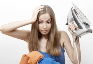 Как правильно почистить утюг от накипи, нагара и пригоревшей ткани?