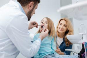 Как адаптировать малыша к походу к стоматологу